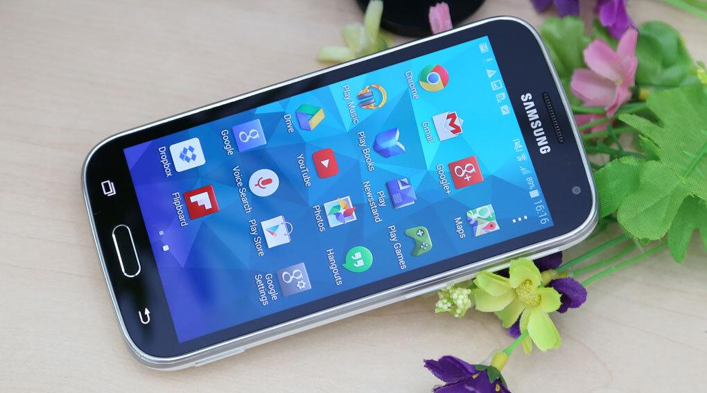 So sánh điện thoại Sony Xperia U và Samsung Galaxy K zoom