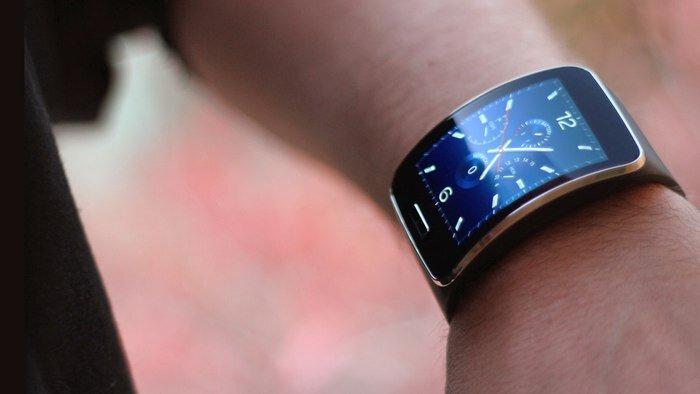 So sánh đồng hồ thông minh Samsung Gear S và Pebble Time Round