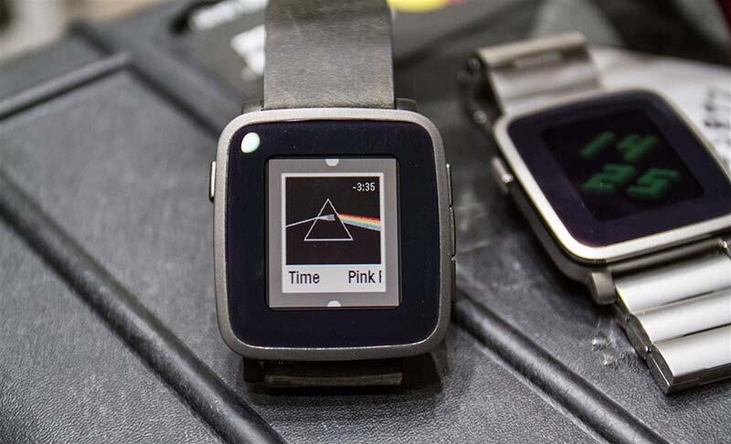 So sánh đồng hồ thông minh Pebble Time và Huawei Watch
