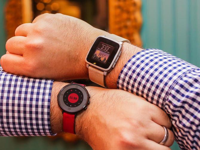 So sánh đồng hồ thông minh Pebble Time và Pebble Time Round