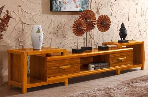 So sánh giá kệ tivi gỗ tự nhiên và kệ tivi gỗ công nghiệp