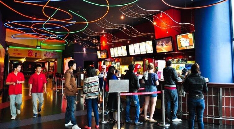 So sánh giá vé xem phim tại Trung tâm chiếu phim quốc gia và Platinum Royal city