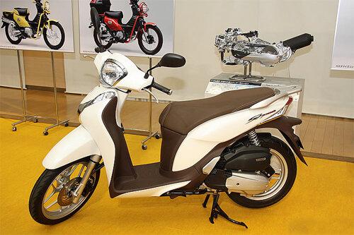 So sánh Honda AirBlade và Honda SH Mode