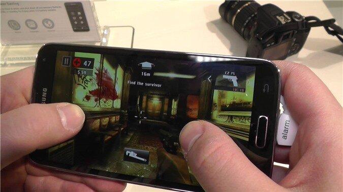 So sánh HTC One E8 và Samsung Galaxy S5