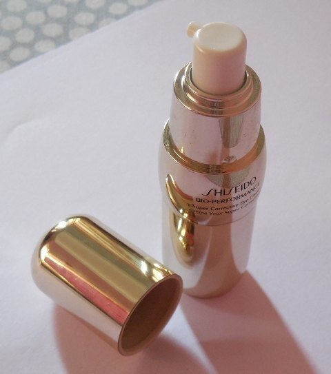 So sánh kem mắt Innisfree Eco Science Eye Cream và Shiseido Bio-Performance Super Corrective Eye Cream