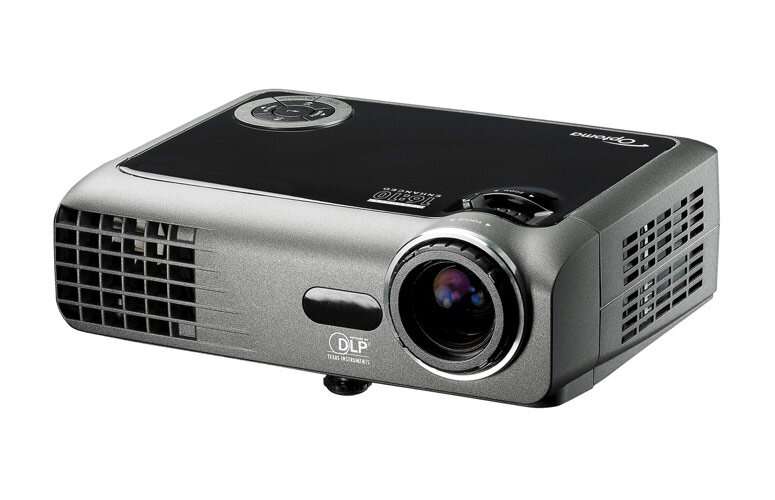 So sánh máy chiếu mini BenQ W1080ST và Optoma EW330