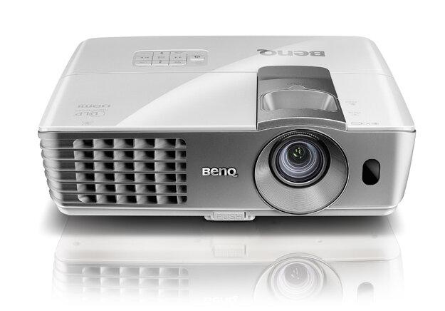 So sánh máy chiếu mini BenQ GP10 và BenQ W7010