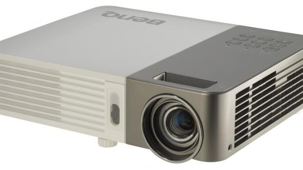 So sánh máy chiếu mini BenQ W1080ST và BenQ MX505