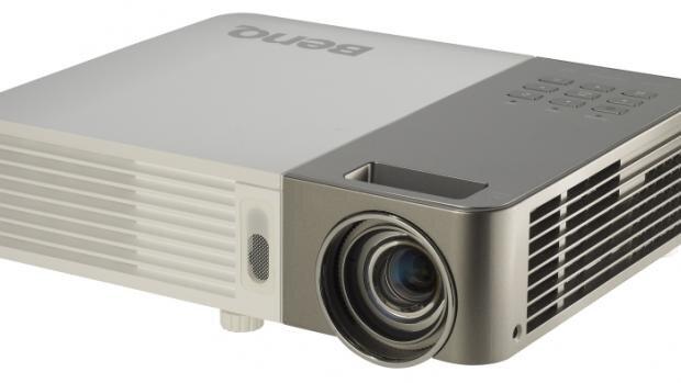 So sánh máy chiếu mini BenQ GP10 và ViewSonic PLED-W200