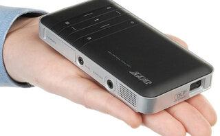 So sánh máy chiếu mini dành cho điện thoại Acer C20 và Optoma EW330