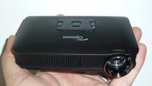 So sánh máy chiếu mini giá rẻ Optoma PK320 và Optoma PK301
