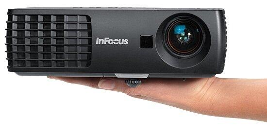 So sánh máy chiếu mini Optoma ML1000P và InFocus IN1110a