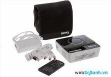 So sánh máy chiếu mini Optoma EW330 và BenQ Joybee GP2