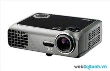 So sánh máy chiếu mini Optoma EW330 và Optoma PK320 – Độ sáng cao hay giá rẻ?