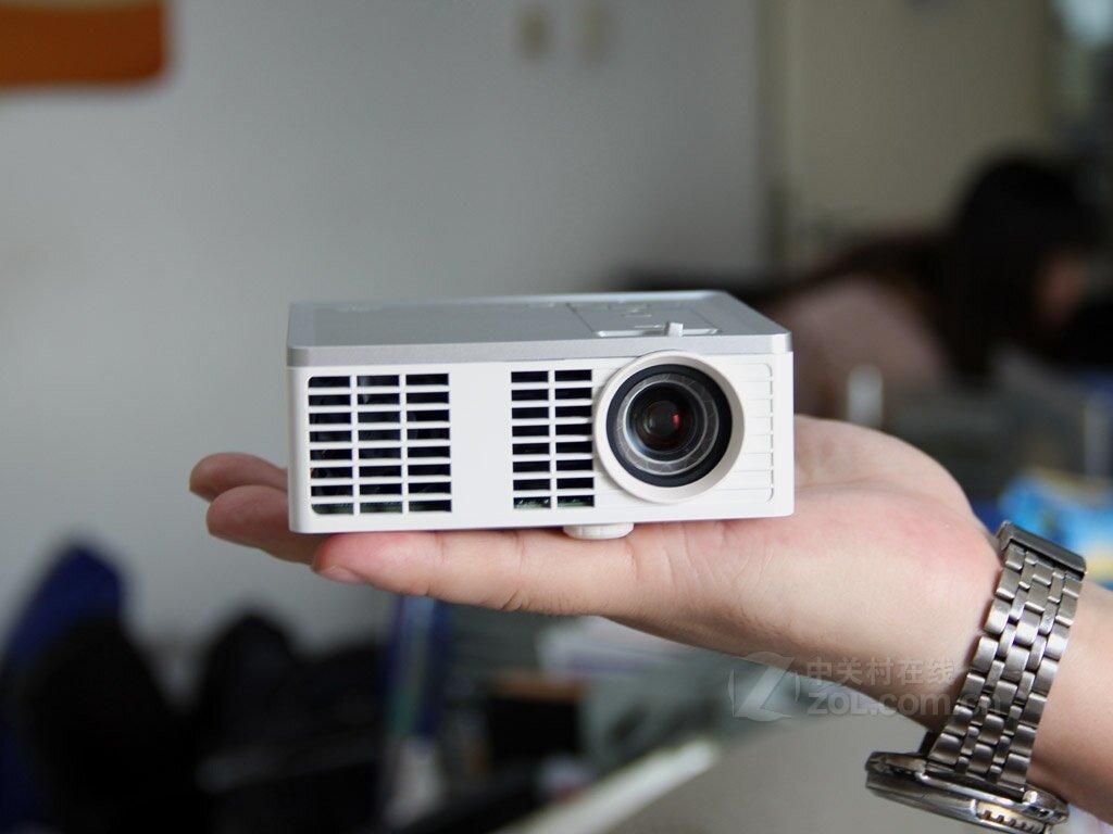 So sánh máy chiếu mini và 3M MP410 và BenQ W1080ST