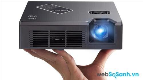 So sánh máy chiếu mini ViewSonic PLED W800 và Optoma ML500