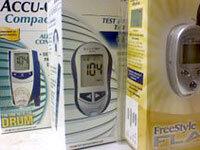 So sánh Máy đo đường huyết Terumo Medisafe Mini Nhật Bản và Máy On Call Plus Mỹ
