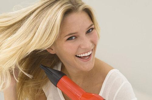 So sánh Máy sấy tóc Philips HP8103 vs Máy sấy tóc Bluestone HDB-1825W – Máy sấy tầm trung nào đáng mua hơn?