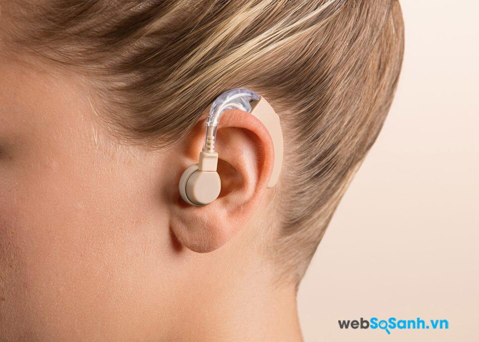 So sánh máy trợ thính trong tai và máy trợ thính đeo sau tai