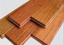 So sánh sàn gỗ tự nhiên và sàn gỗ công nghiệp