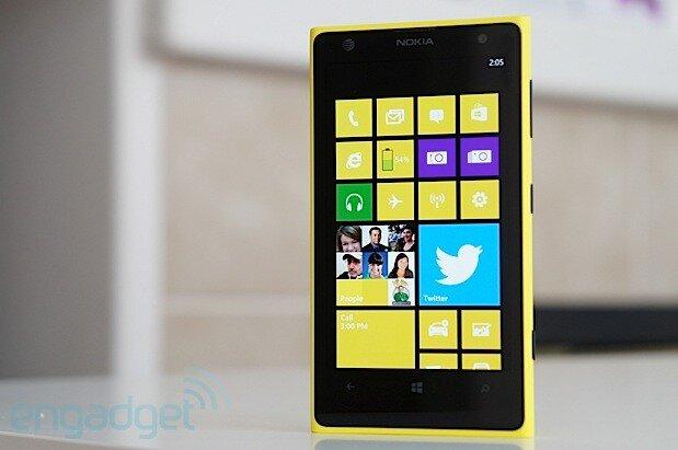 So sánh smartphone HTC One 802 và Lumia 1020