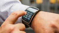 So sánh smartwatch Samsung Gear S và Pebble Steel: phong cách hiện đại đối đầu với sự cổ điển