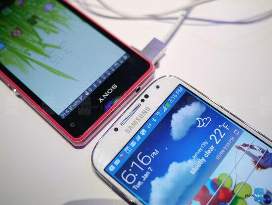 So sánh sơ bộ Xperia Z1 Compact và Samsung Galaxy S4