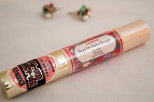 So sánh son dưỡng môi Canmake Stay on Balm Rouge và Chapstick Moisturizer lip balm
