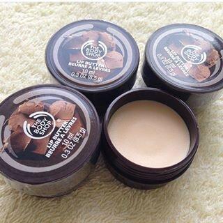 So sánh son dưỡng môi Canmake Stay on Balm Rouge và The Body Shop Chocomania Lip Butter