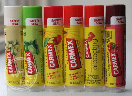 So sánh son dưỡng môi Carmex lip balm stick và EOS Smooth Sphere Lip Balm