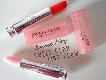 So sánh son dưỡng môi Kiss me tonight và Secret Kiss Sweet Glam Tint Glow