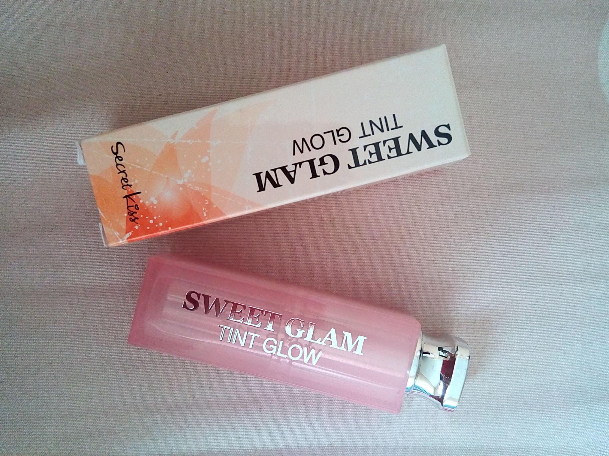 So sánh son dưỡng môi  Nivea A Kiss of Milk & Honey Lip Care và Secret Kiss Sweet Glam Tint Glow