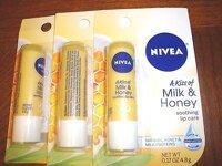 So sánh son dưỡng môi  Nivea A Kiss of Milk & Honey Lip Care và Nuxe Reve de Miel Ultra-Nourishing Lip Balm