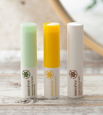 So sánh son dưỡng môi Secret Kiss Sweet Glam Tint Glow và Innisfree Canola honey lip balm stick