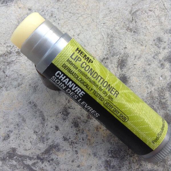 So sánh son dưỡng môi Skinfood Avocado lip balm và The Body Shop Hemp Lip Conditioner