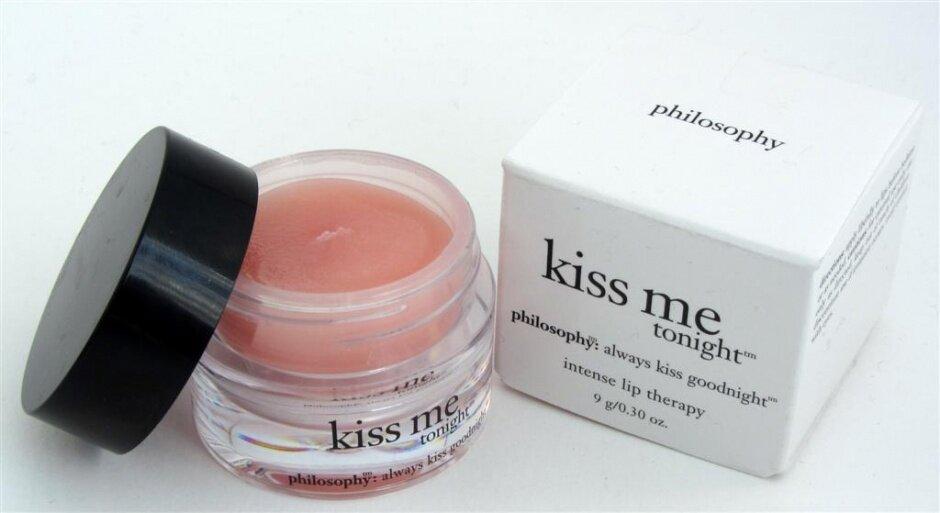 So sánh son dưỡng môi Philosophy Kiss Me Tonight và The Body Shop Chocomania Lip Butter
