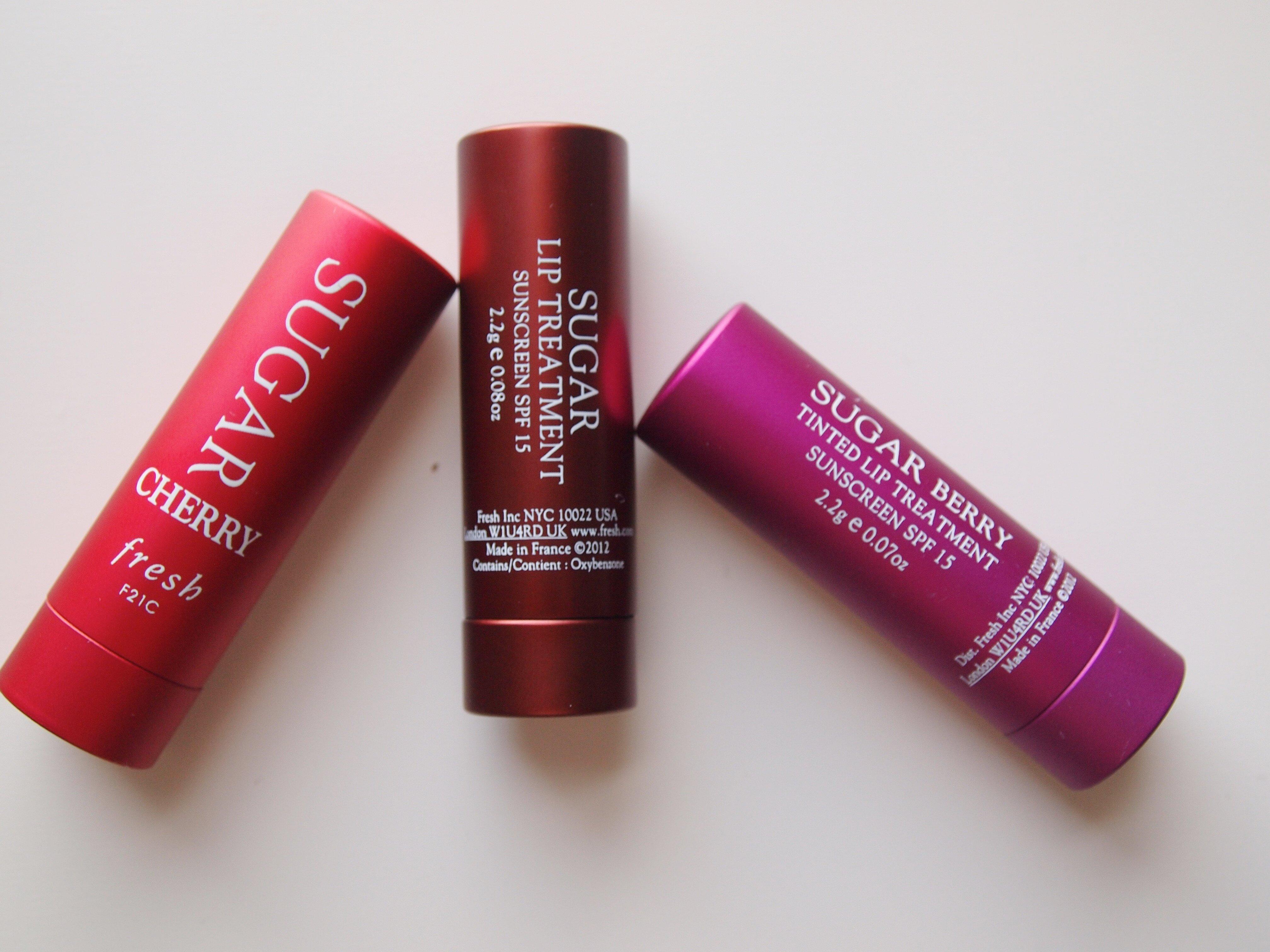 So sánh son dưỡng môi Maybelline Baby Lips Dr Rescue và Fresh Sugar Lip Treatment