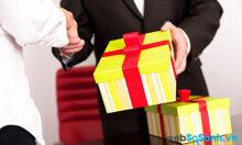 So sánh sự khác biệt khi tặng quà cho Sếp nam và Sếp nữ