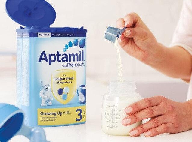 So sánh sữa bột Meiji và sữa bột Aptamil – cuộc chiến sữa Á – sữa Âu