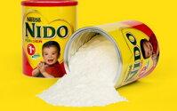 So sánh sữa bột Nido nắp trắng và Nido nắp đỏ – Mẹ nên lựa chọn sữa bột cho bé nào?