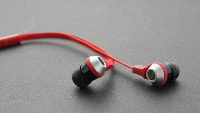 So sánh tai nghe Remax RM-535 và Cowon EM1: hai mẫu tai nghe bình dân