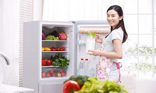 So sánh tủ lạnh Panasonic NR-BK305MS và Samsung RT22FARBDSA/SV
