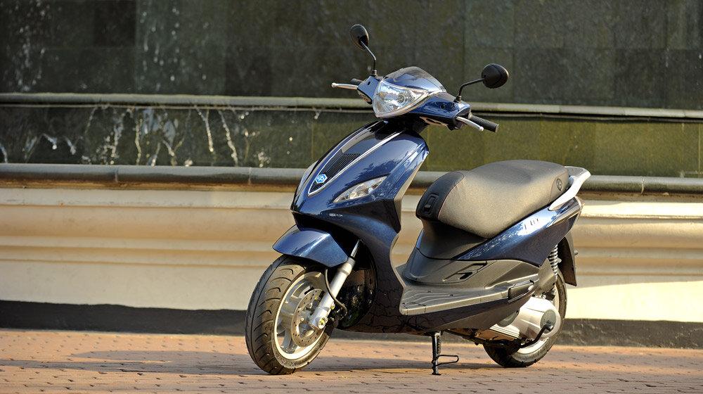 So sánh xe máy Piaggio Fly và Suzuki UA 125T