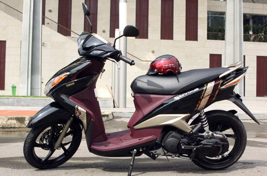 So sánh xe máy Yamaha Luvias và SYM Attila Elizabeth
