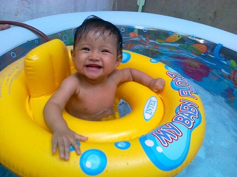 Các tiêu chí khi chọn phao bơi cho bé dưới 1 tuổi