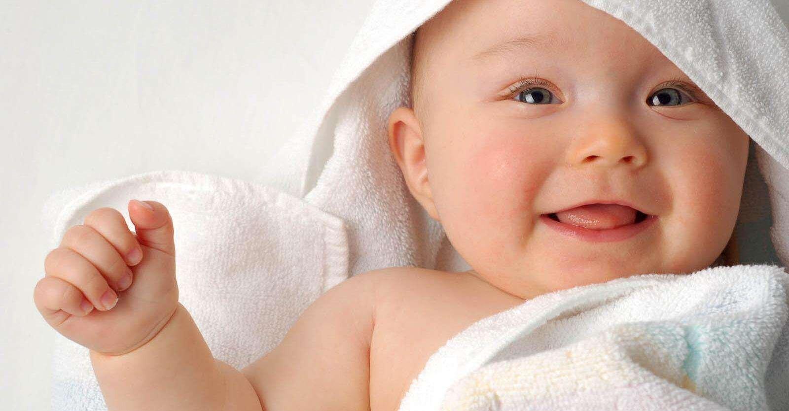 Mẹ có thể dễ dàng thay tã cho bé mà không mất nhiều thời gian