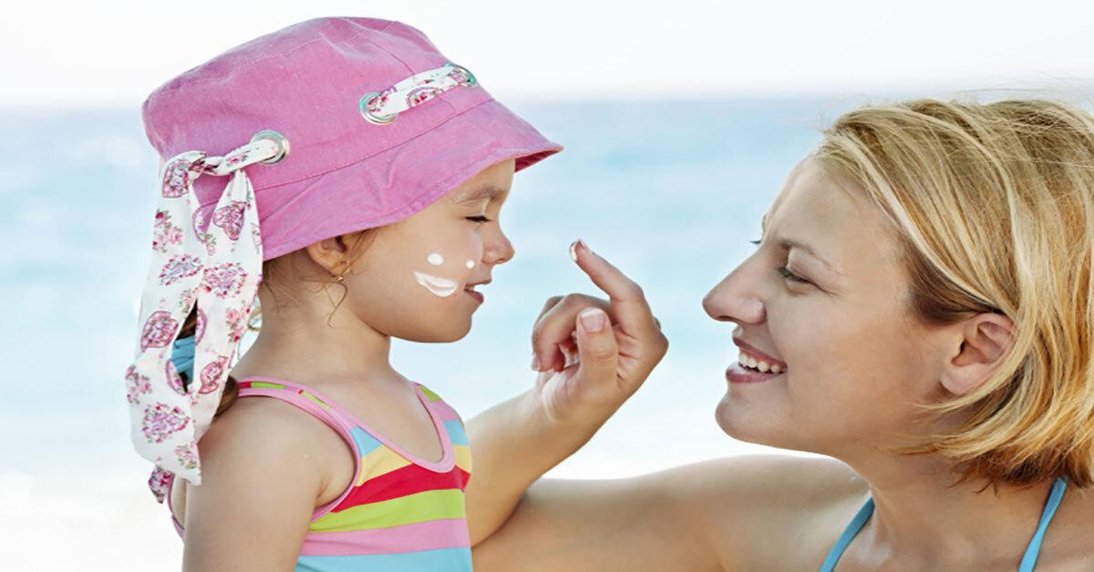 Sử dụng kem chống nắng cho bé các mẹ cần lưu ý những điểm gì ?