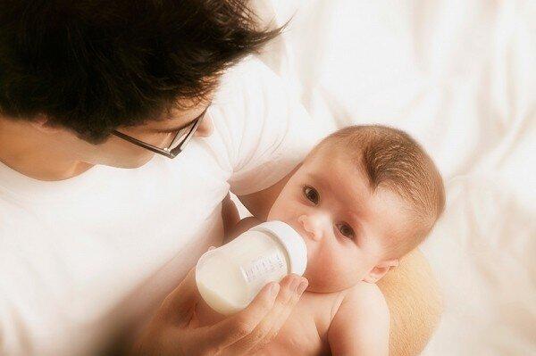 Sữa bột nào tốt cho bé sơ sinh từ 0 đến 6 tháng tuổi?