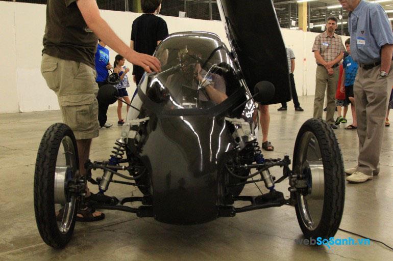 Hệ thống giảm sóc lò xo của xe máy được lắp ở cả 3 bánh của Raht Racer