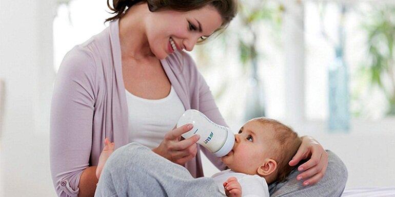 Nên chọn bình sữa bằng nhựa không chứa BPA